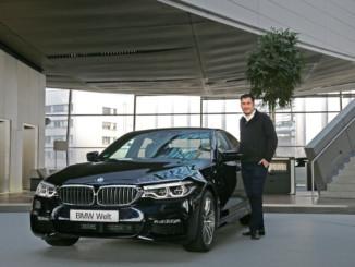 Feierliche Übergabe der Business-Limousine an Kunden aus Nordrhein-Westfalen