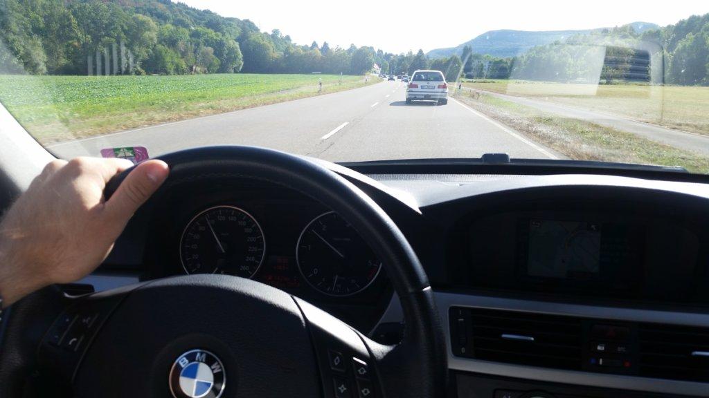 BMW E90 320d verfolgt BMW E39 523i Touring