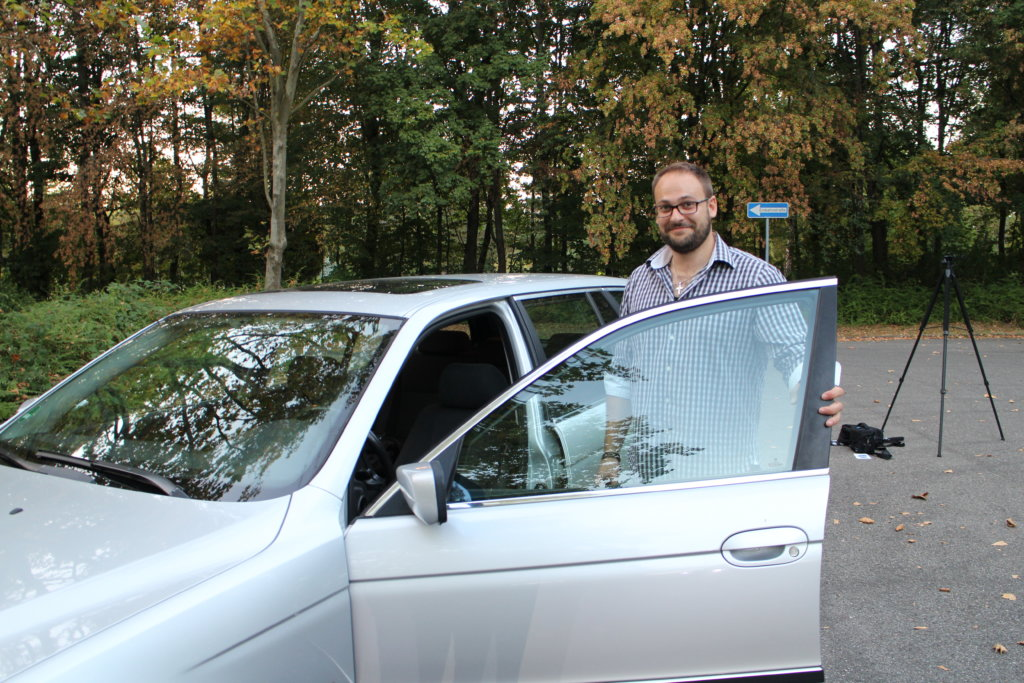 Chefredakteur Moe Moschokarfis mit seinem E39 523i Touring