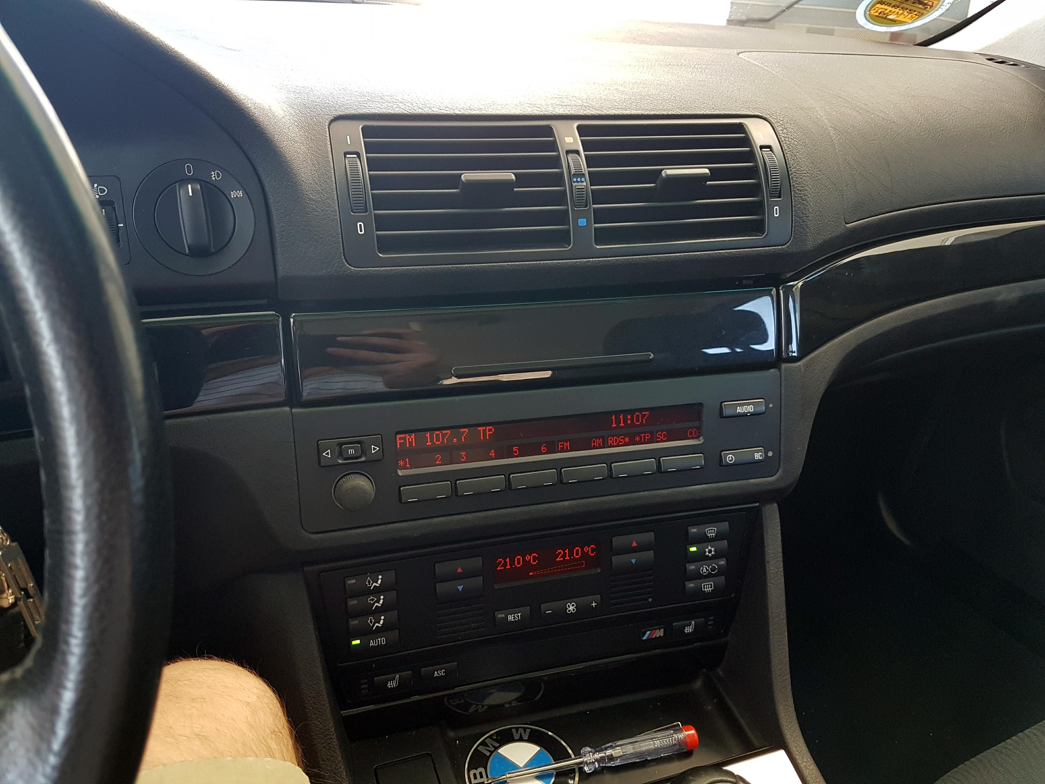 Das originale MID im BMW E39.