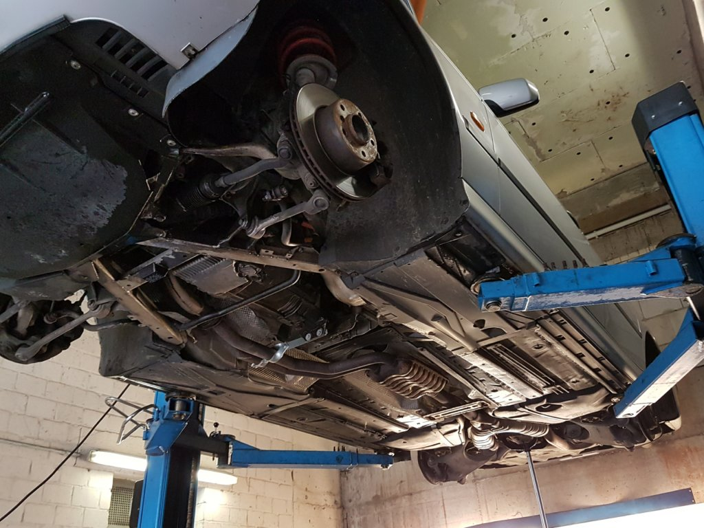 BMW E39 523i Unterboden AUTODROM