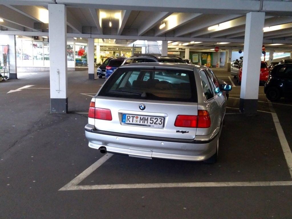 Marktkauf Reutlingen Parkplatz BMW Big Lady
